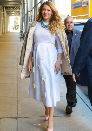 Blake Lively wears a long white maternity dress when spotted out in downtown Manhattan Pictured: Blake Lively Ref: SPL885044 081114 Picture by: Wylde / Splash News Splash News and Pictures Los Angeles: 310-821-2666 New York: 212-619-2666 London: 870-934-2666 photodesk@splashnews.com